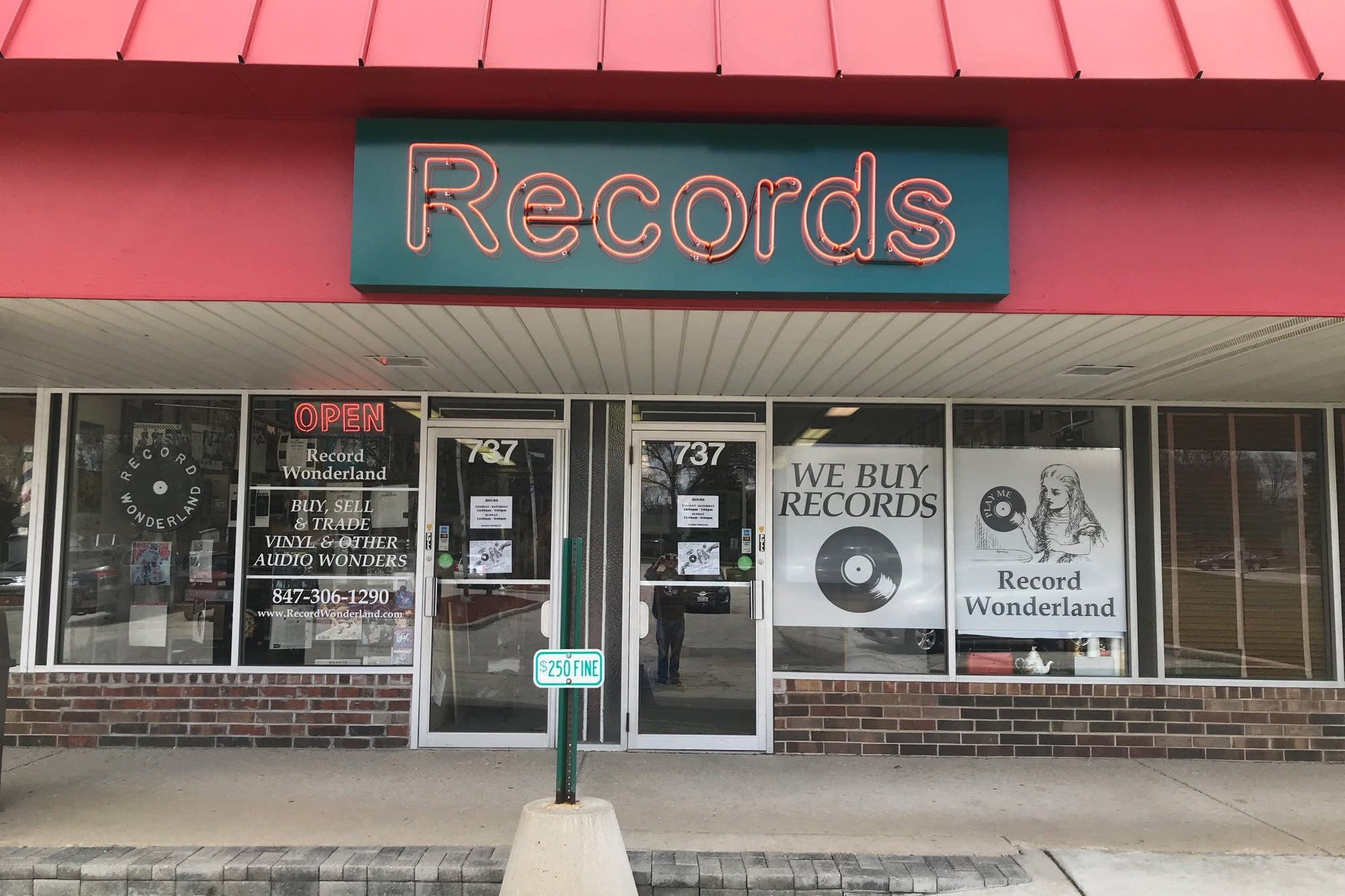 Record Wonderland in Roselle, Illinois
