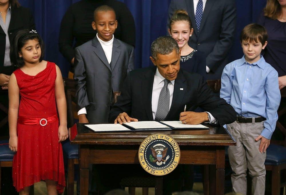 Obama sign executive orders