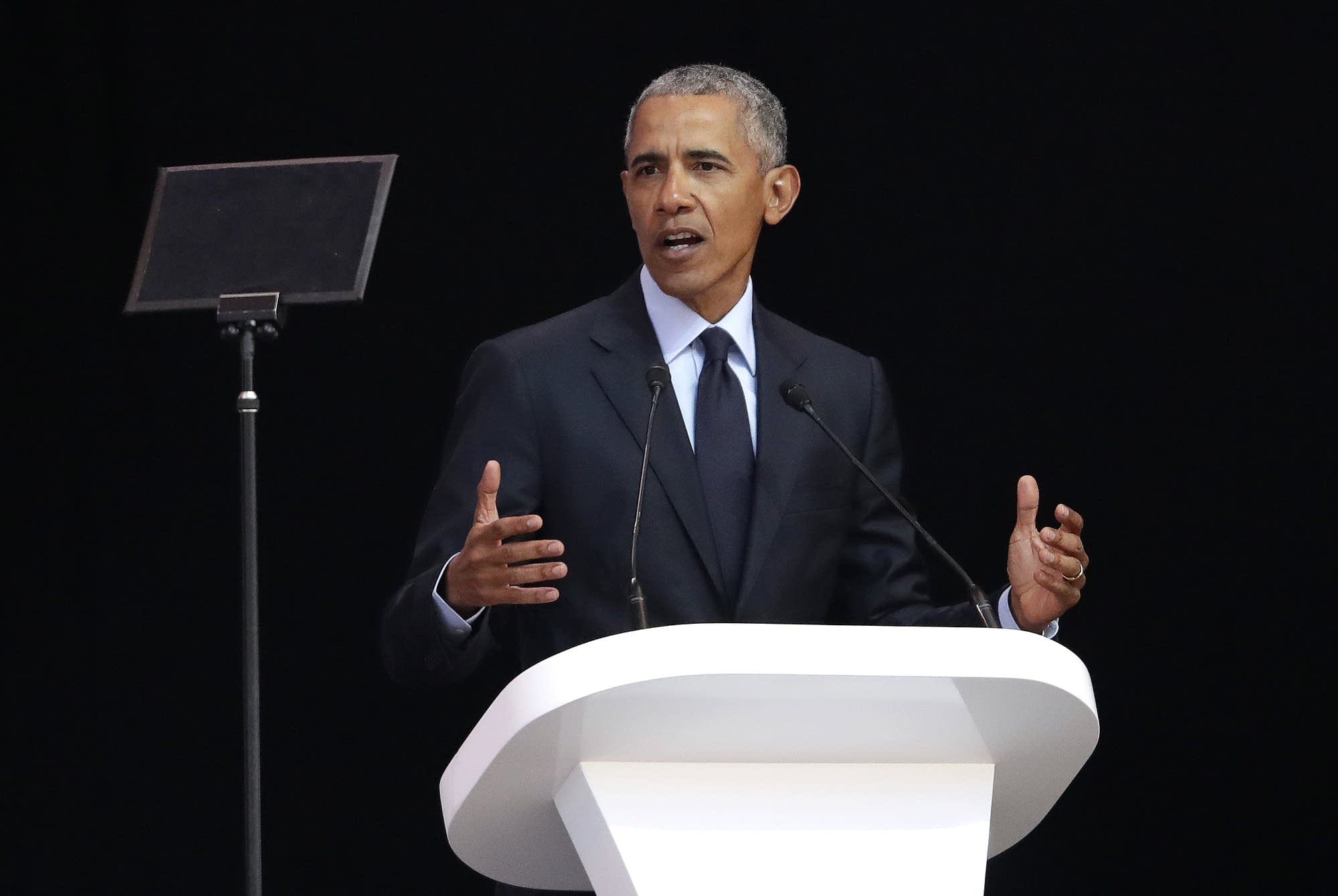 Afrique du Sud: Barack Obama tacle Donald Trump dans son hommage à Mandela