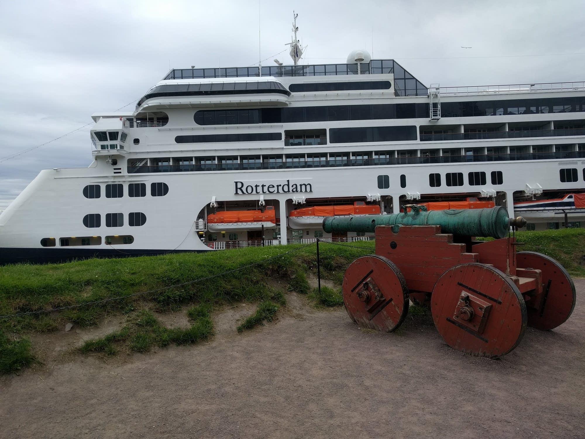 Oslo - 02 - Rotterdam and cannon