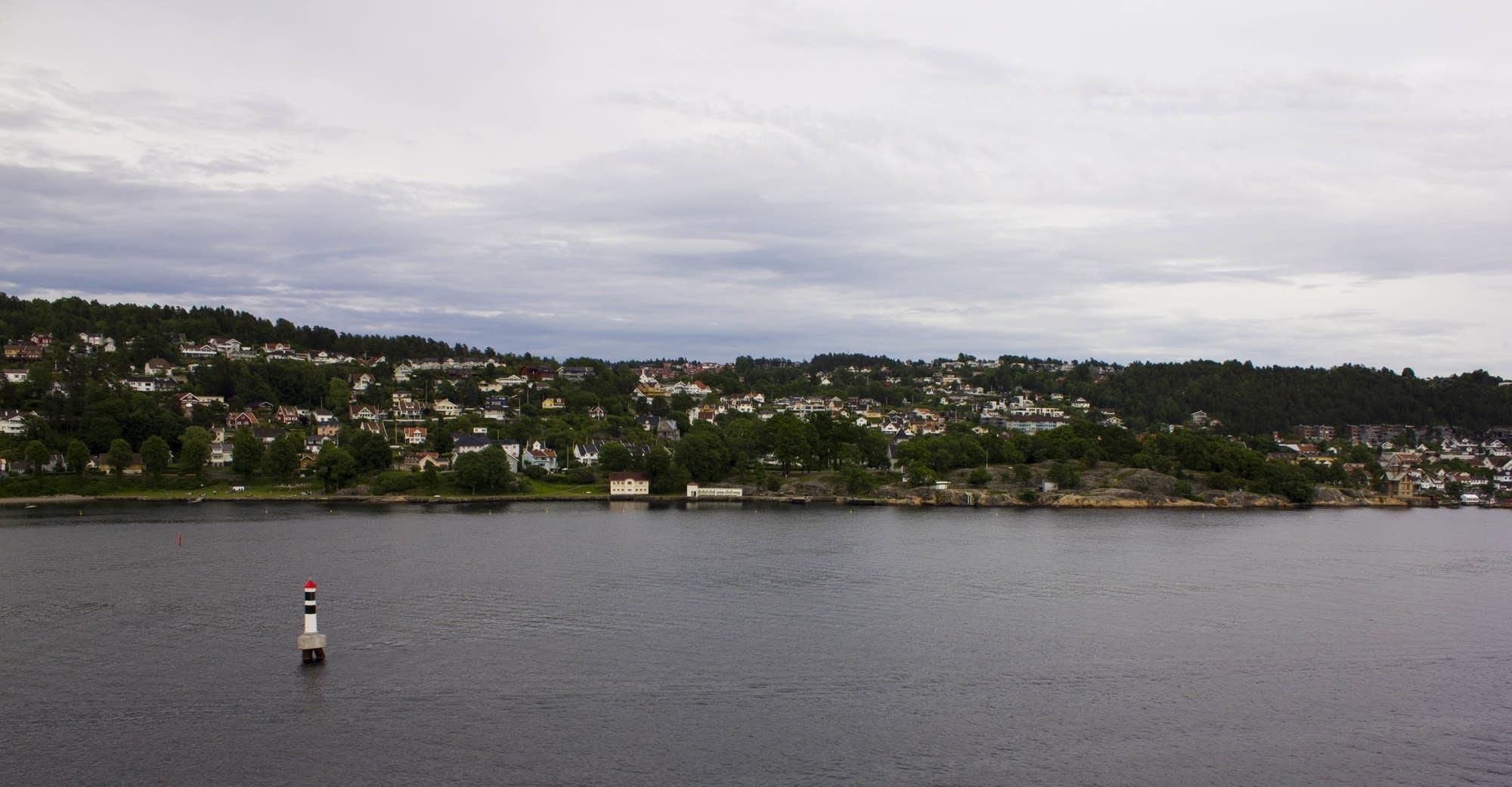 Oslo - 23 - shoreline with buoy