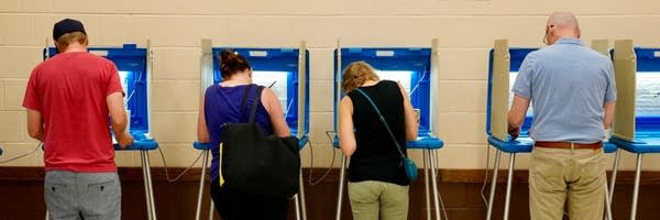 four people voting