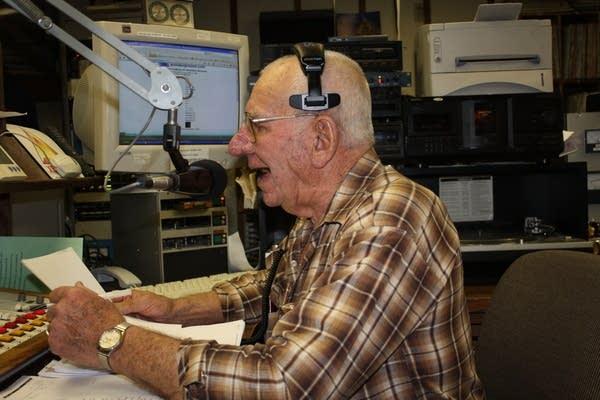 Longtime central Minnesota radio man signs off | MPR News