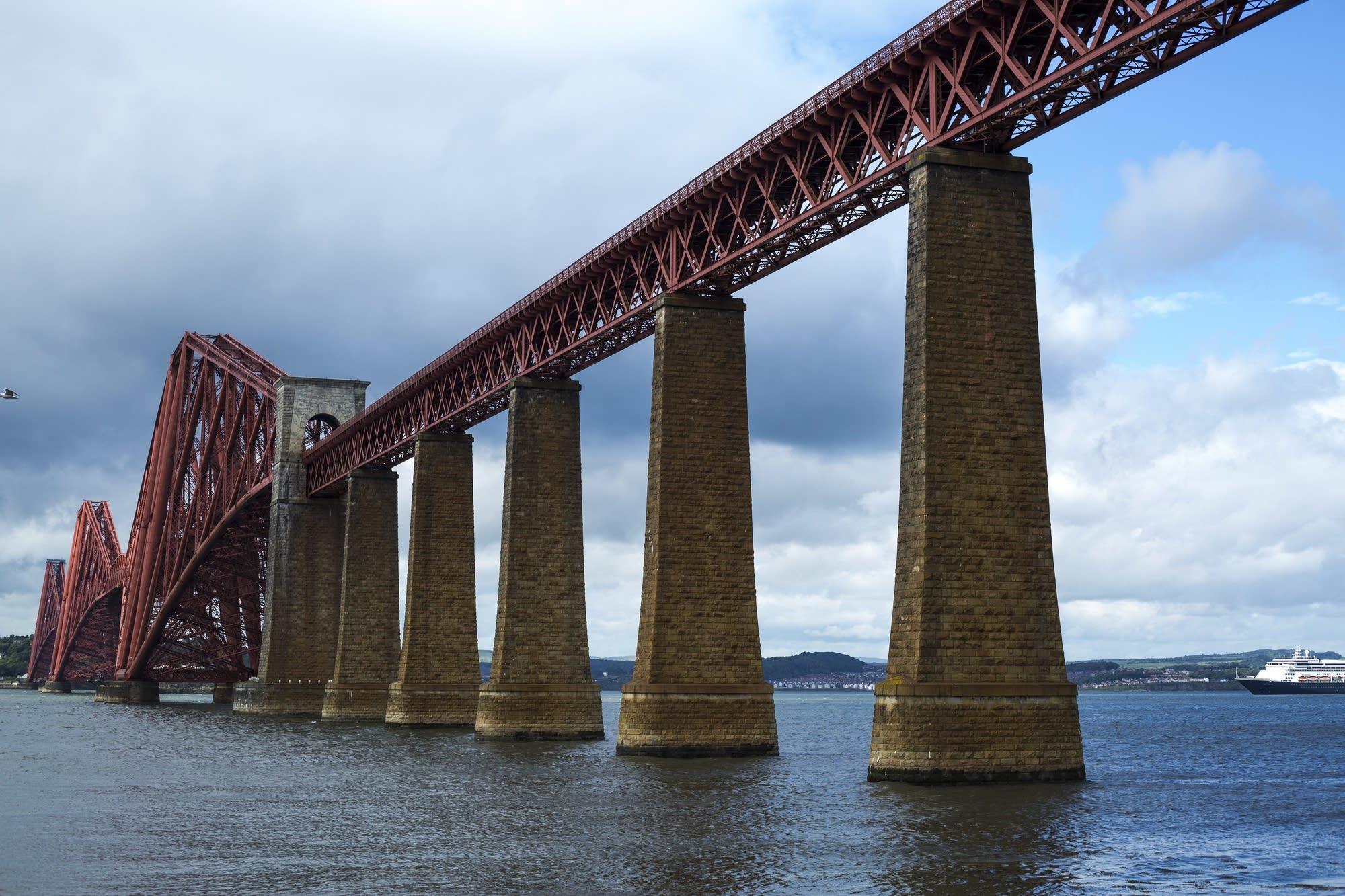 Edinburgh - 39 - Bridge and Rotterdam