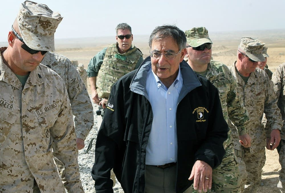 Panetta visits Afghanistan