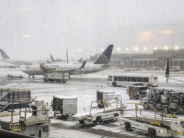 Snow falls on the United Terminal at O'Hare Airport