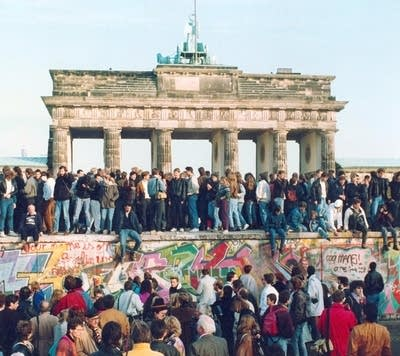 013500 20091106 germany berlin wall1989