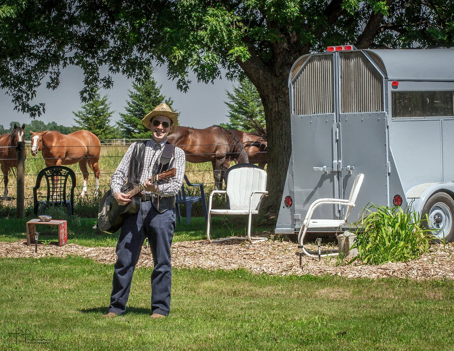 AJ Scheiber performs for the horses-07