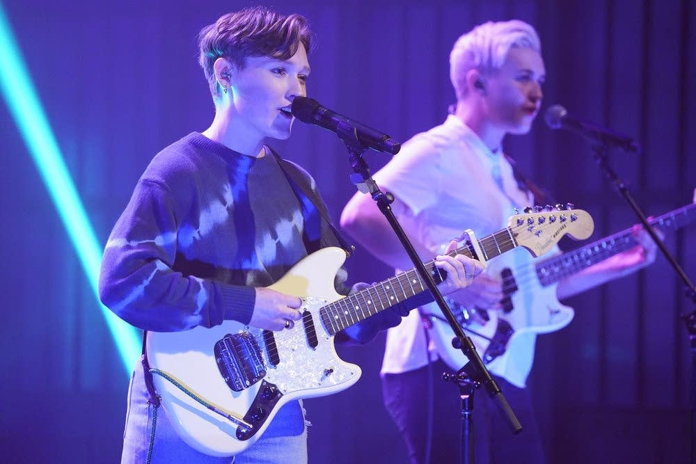 SOAK performs on 'Late Night with Seth Meyers'