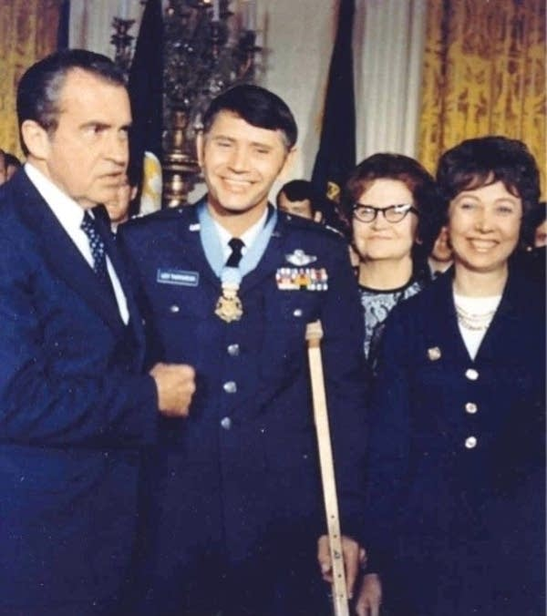 Leo Thorsness receives the Medal of Honor.