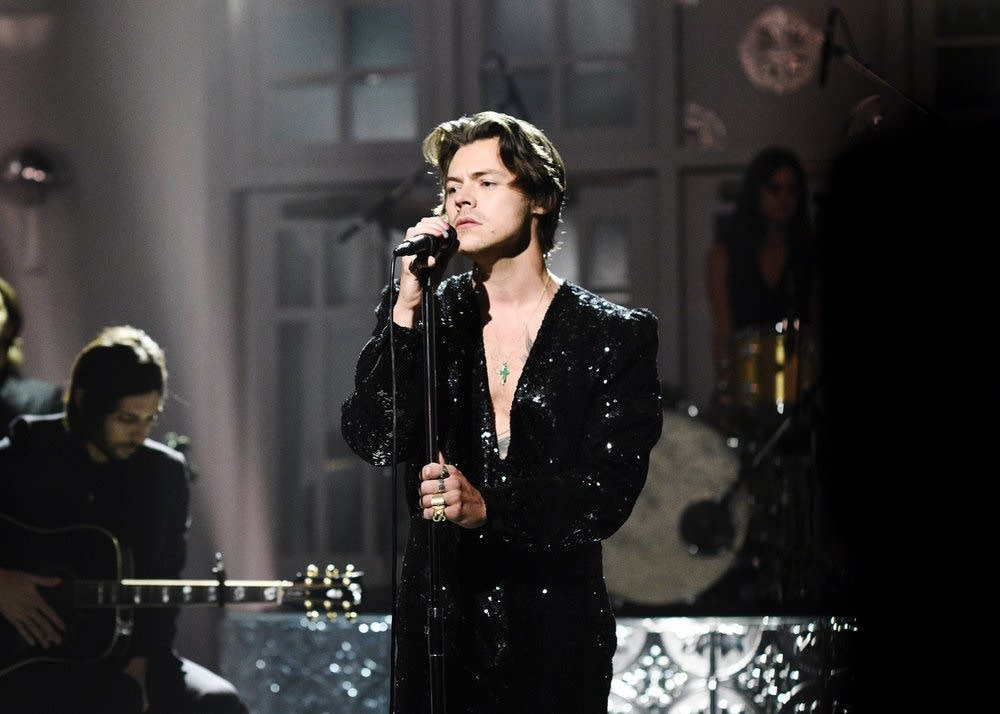 Harry Styles performing on 'Saturday Night Live'