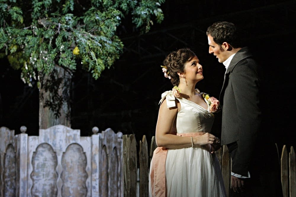 Constantinescu as Charlotte and Valenti as Werther