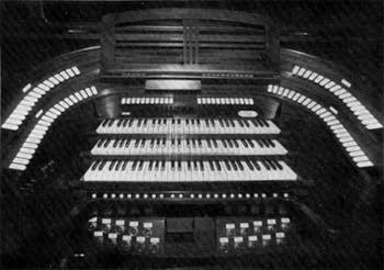 Console of the 1930 Schuster organ at Saint John's Church, Zittau, Germany