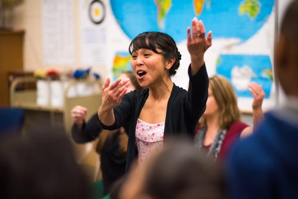 Kim teaching asikatali dance