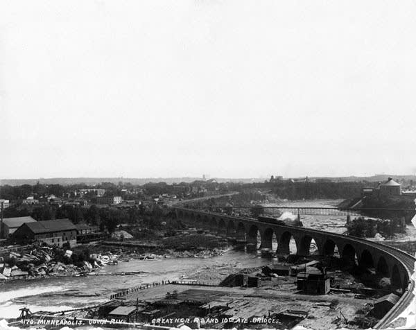 The Stone Arch Bridge in Minneapolis in 1890