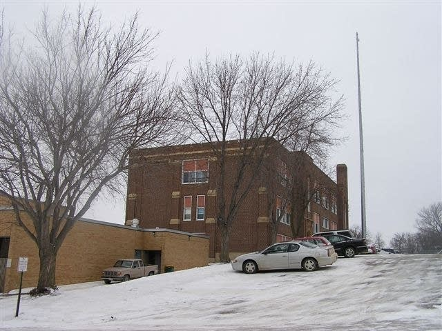 Lake Benton school