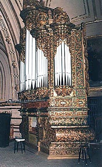 Organ at Basílica de la Soledad, Ciudad de Oaxaca, Oaxaca, México