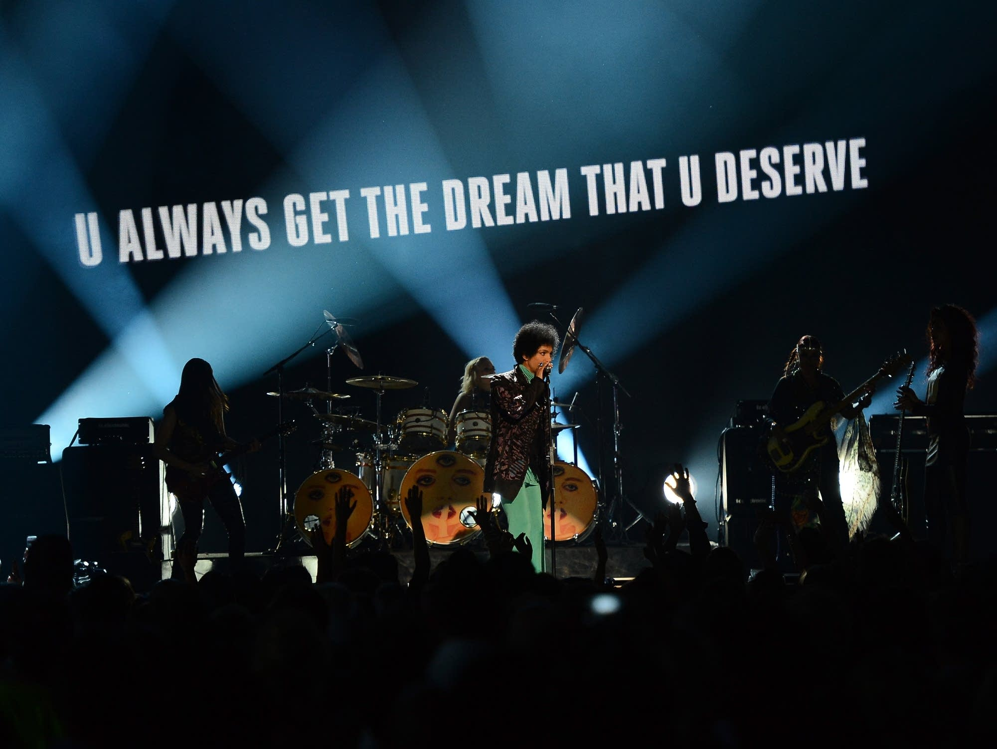 Prince and 3RDEYEGIRL perform at the 2013 Billboard Music Awards.
