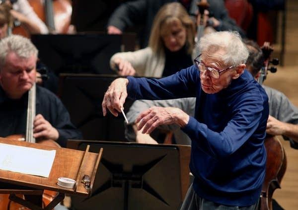 Stanislaw Skrowaczewski conducts rehearsal.