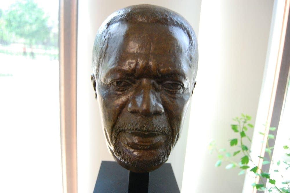 Kofi Annan bust