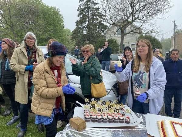 group hands out cupcakes for Duluth Dylan Fest