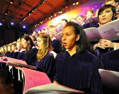 679089 20121129 2012 st olaf christmas st olaf choir2
