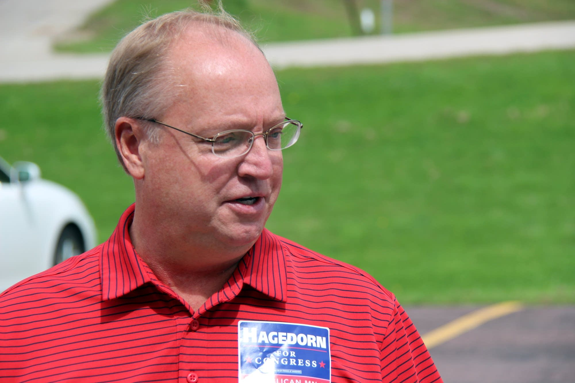 Hagedorn hopes he can win his third bid for Congress .