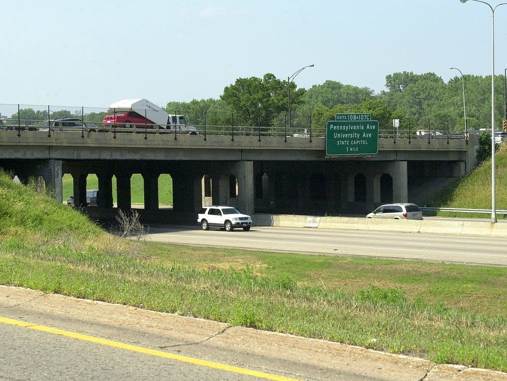 Maryland Avenue bridge over Interstate 35E