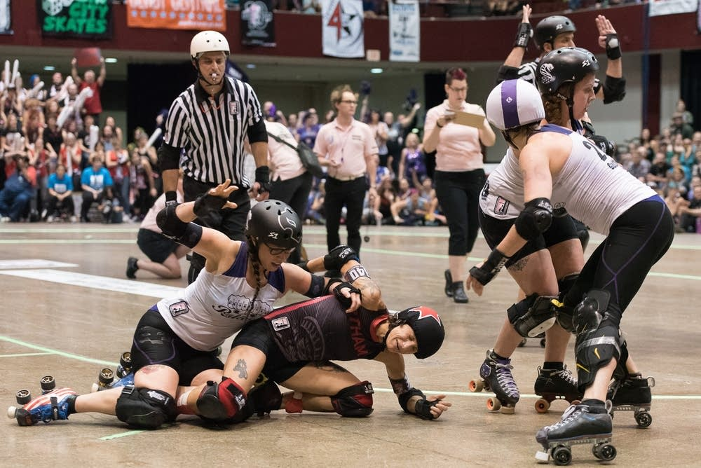 Jammer Bonnie Thunders goes down.