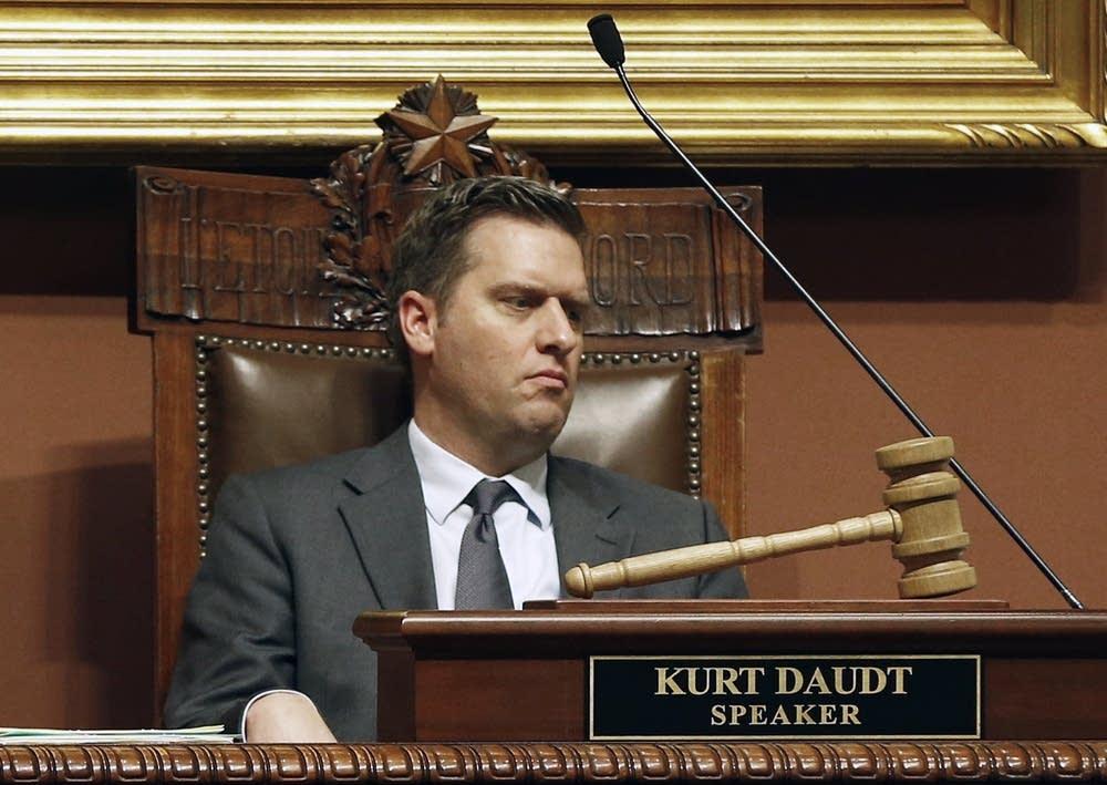 Kurt Daudt presides as the 2016 session begins.