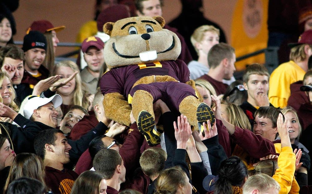Gophers win over Syracuse