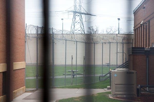 5ca017 20140502 050214prison07