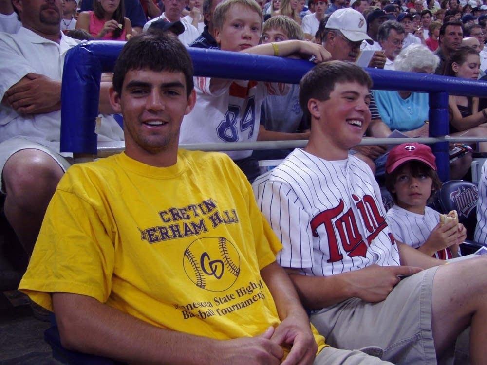 Twins fan
