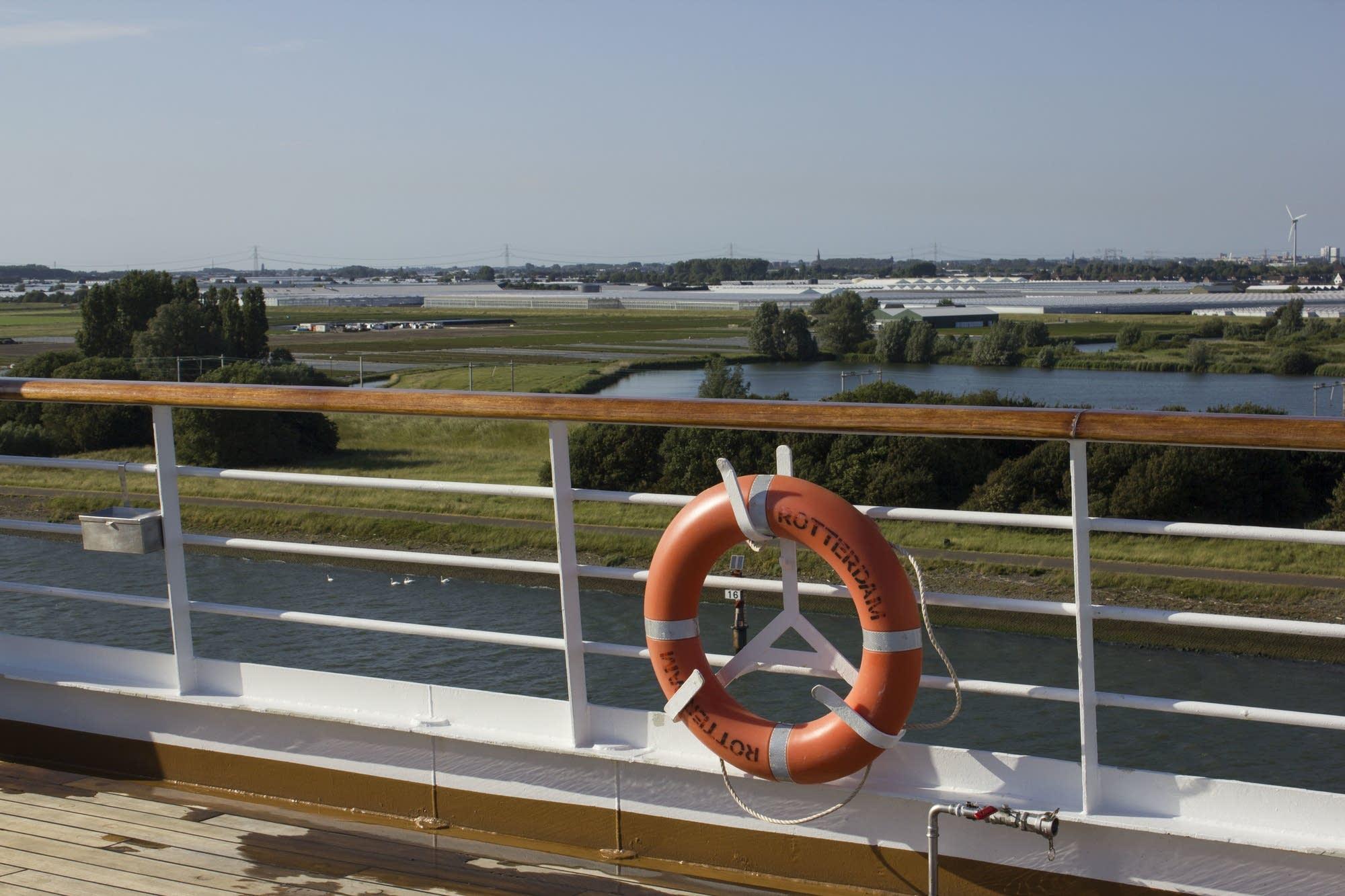 Leaving Rotterdam - rail