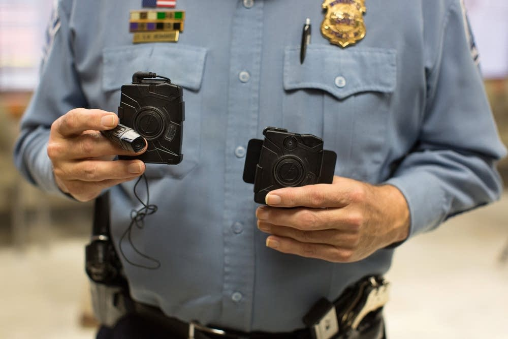 benefits of police body cameras 2015-5-4  the houston police department has experimented with body cameras for the past two years the department deploys about 100 of the cameras.