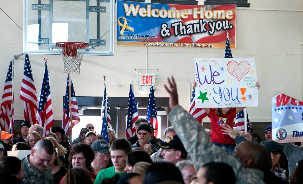 Greeting soldiers home