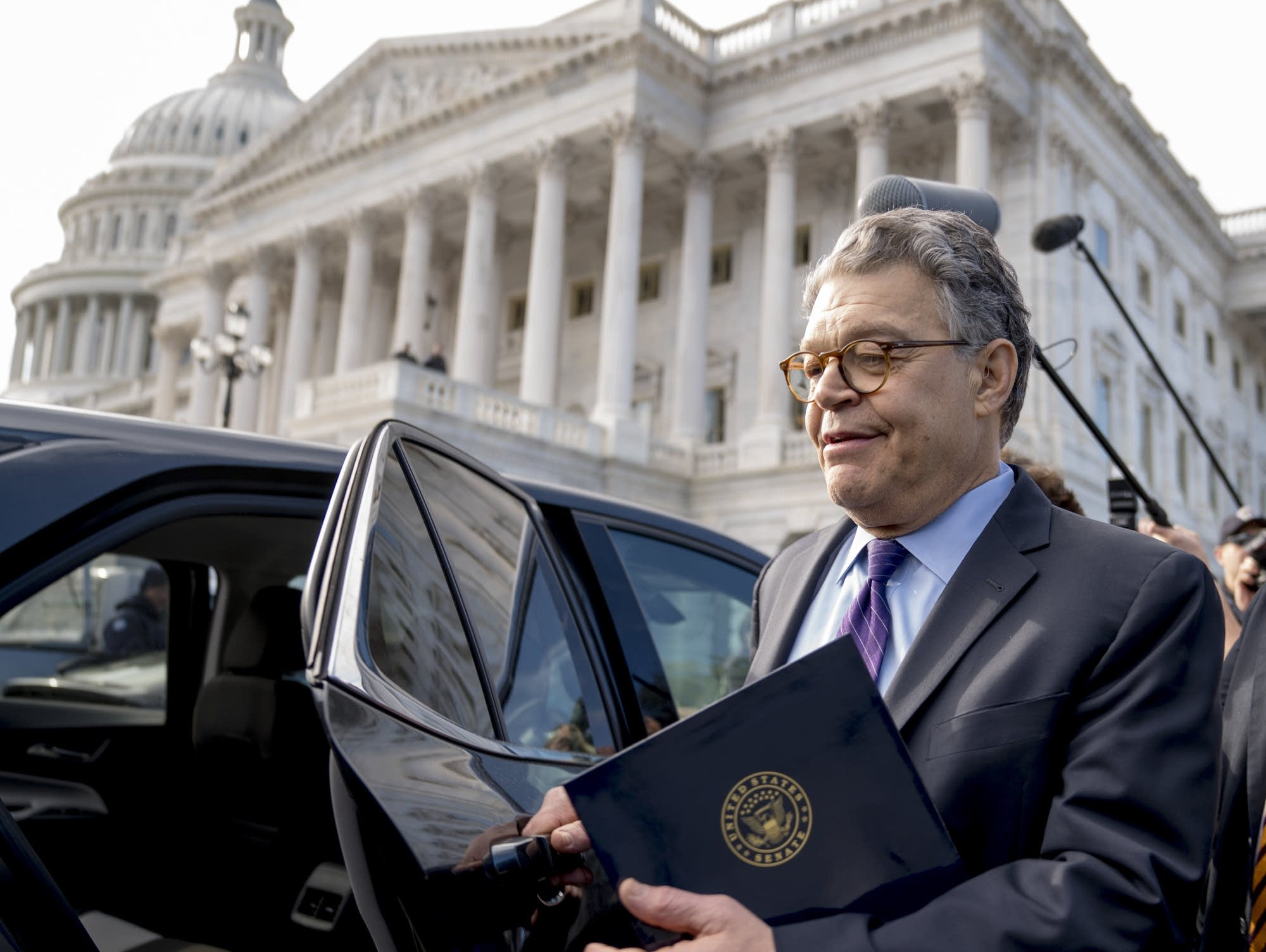 Franken to leave Senate on January 2