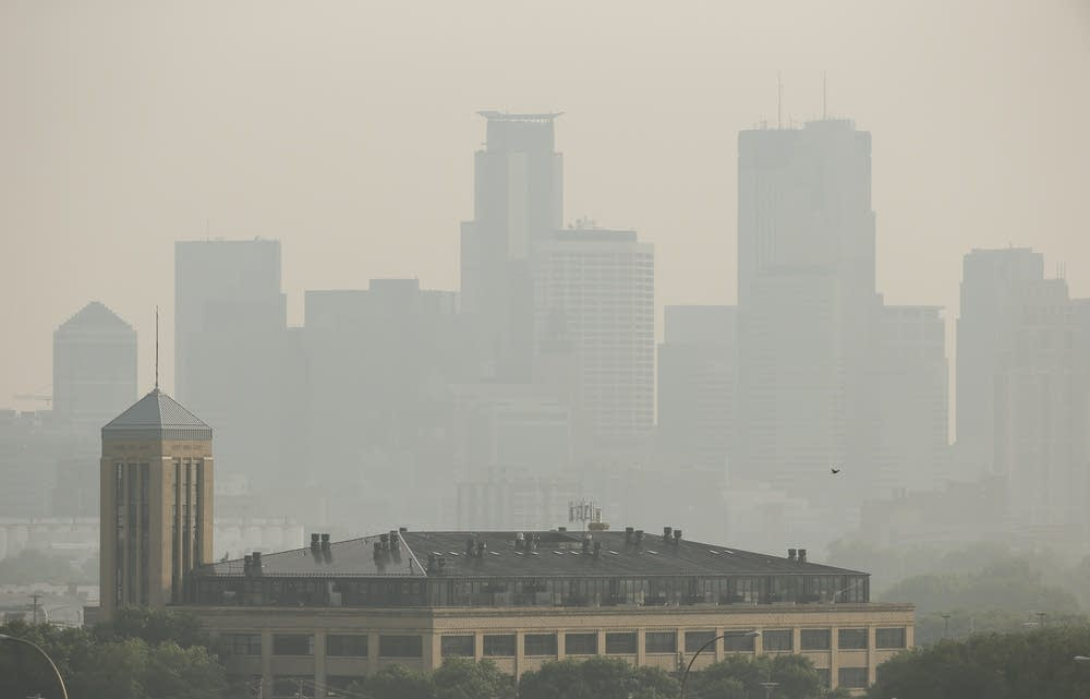 A hazey Minneapolis skyline