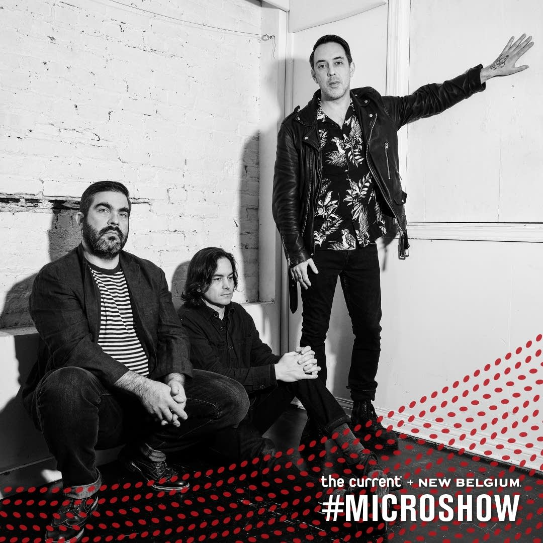 microshow wolf parade