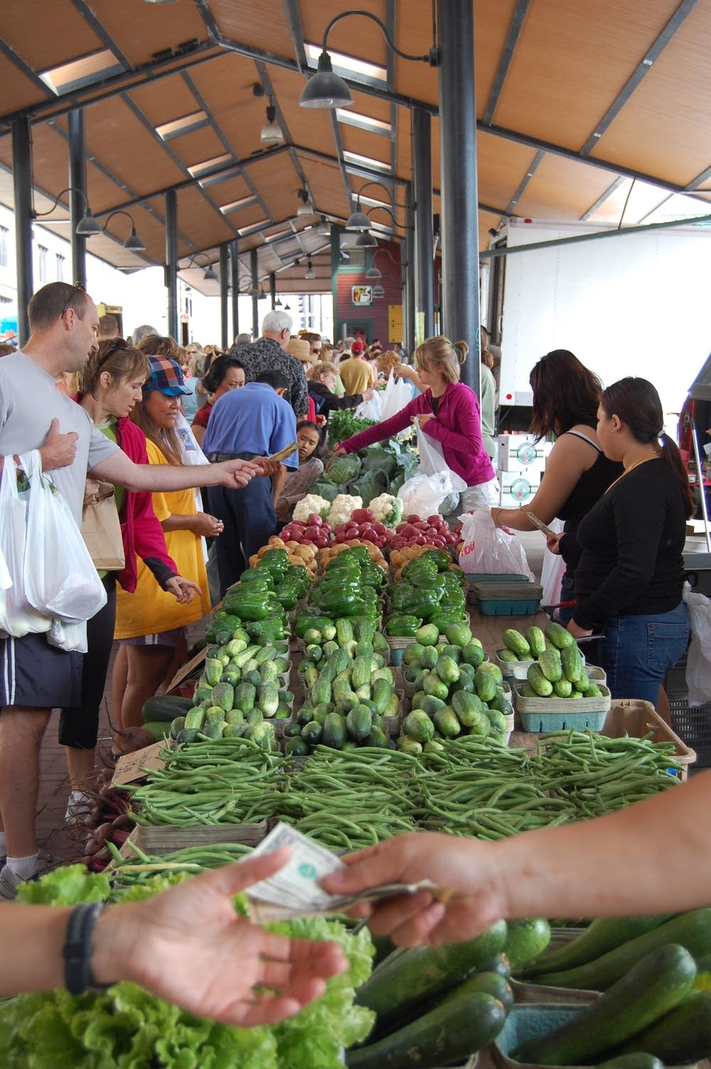 Transaction at the St. Paul farmers' market