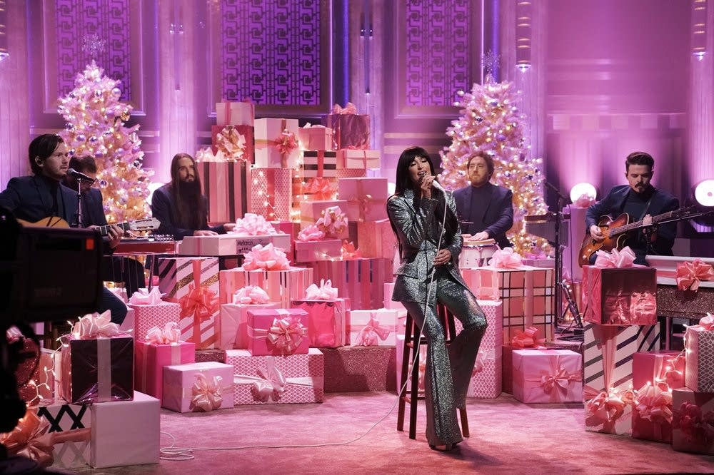 Kacey Musgraves performs 'Glittery' on 'The Tonight Show'