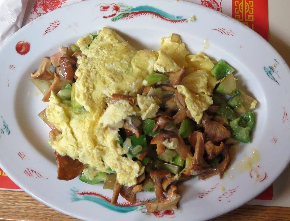 Denver omelette with chanterelle mushrooms