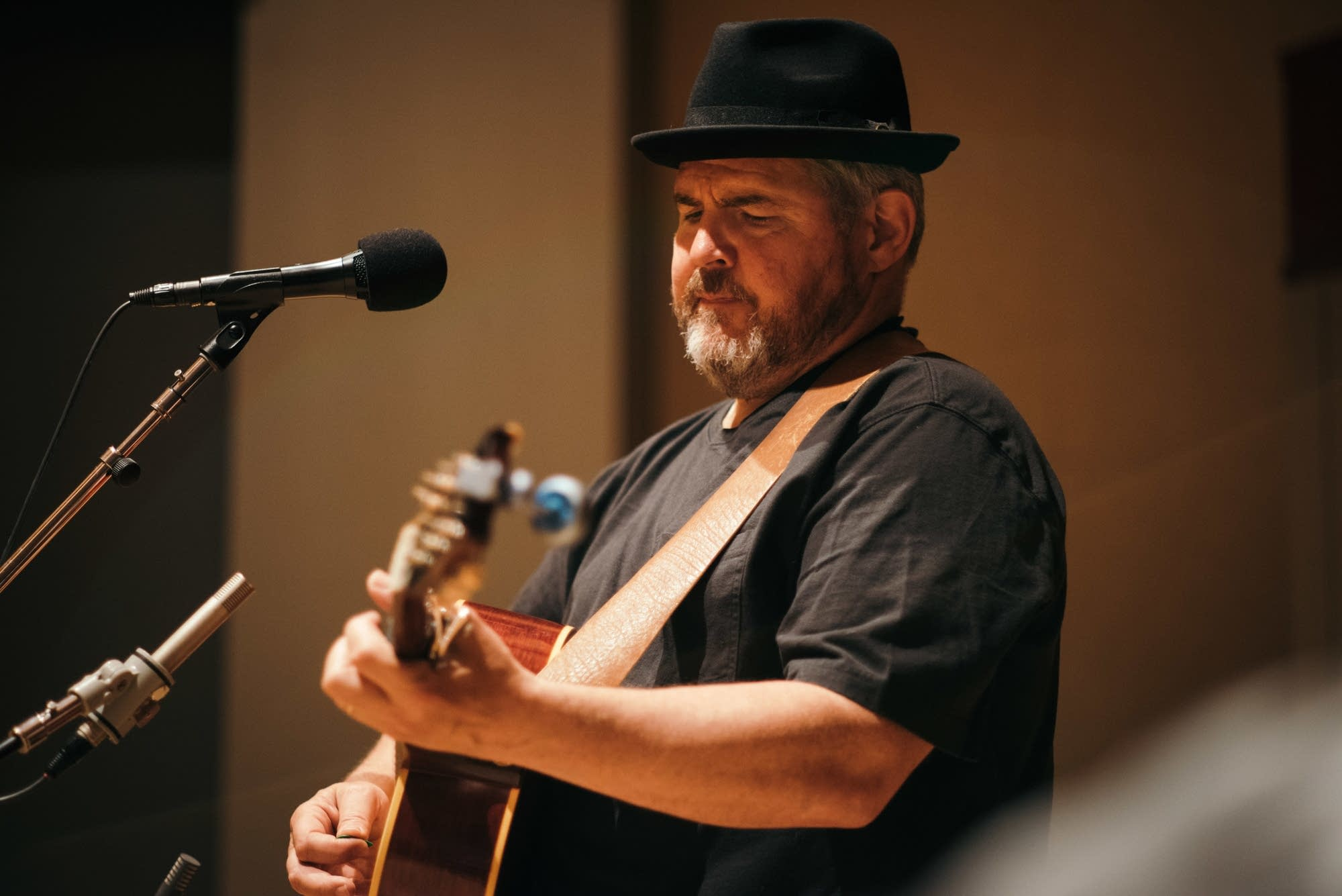 John Louis performs in the Radio Heartland studio