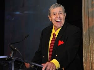 Comedian, actor Jerry Lewis speaks on stage in 2015