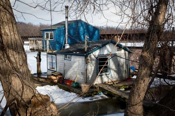 Richie Swanson's 2 room houseboat.