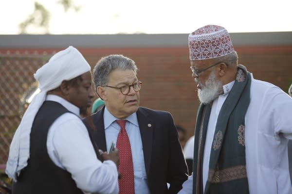 Sen. Al Franken talks with Omer Abdi Nur and Sa'ad Musse Roble.