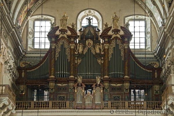 1924 Mauracher organ at Salzburg Cathedral, Austria1