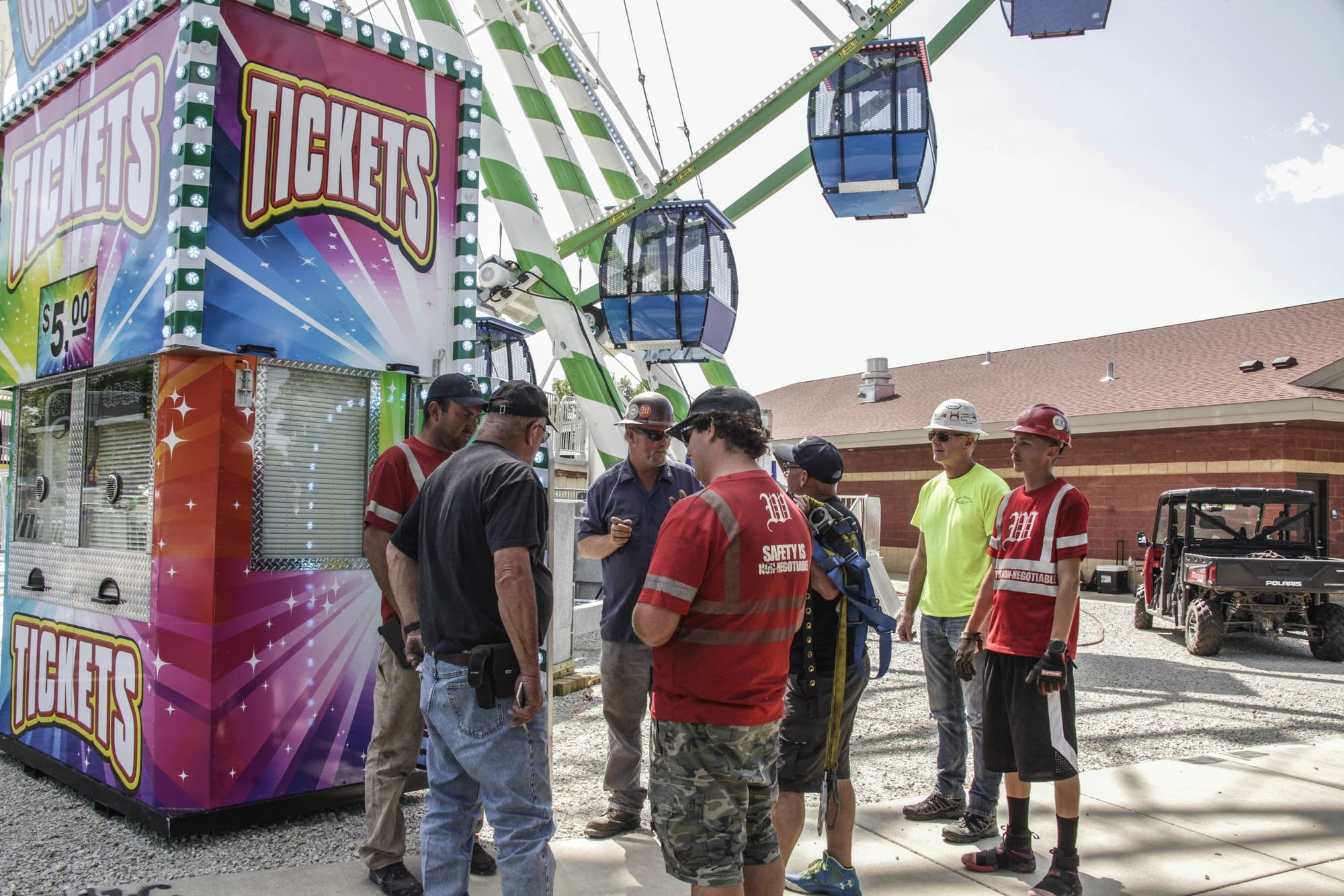 Workers finished the inspection to open up the Big Wheel