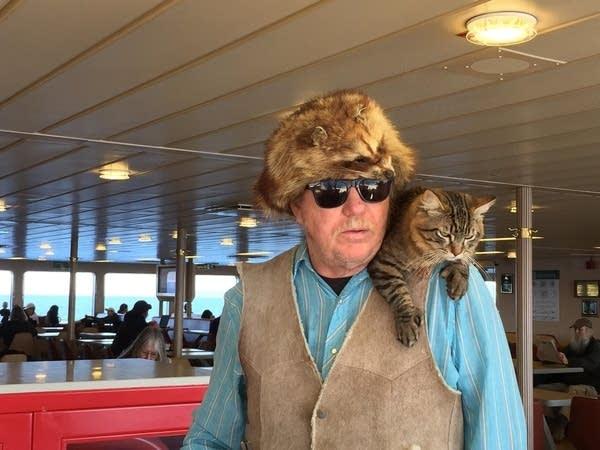 hemingway-cat-man-on-ferry.jpg