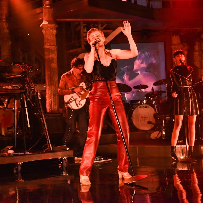 Robyn performs on 'The Late Show with Stephen Colbert'